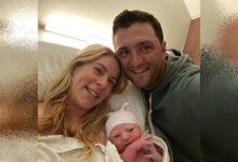 Jon Rahm y Kelley Cahill ya son padres de Kepa, un chicarrón del norte de 3,2 kilos y 52 cms.