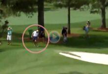 La bola de Rory McIlroy golpeó a su padre Gerry después de que el norirlandés fallara su approach