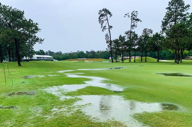 Campo anegado agua The Woodlands Country Club Insperity Invitational. Foto PGA Tour