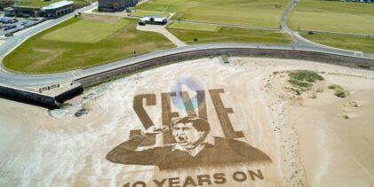 La playa de St. Andrews se vistió con un gran mural de Seve en el 10º aniversario de su fallecimiento