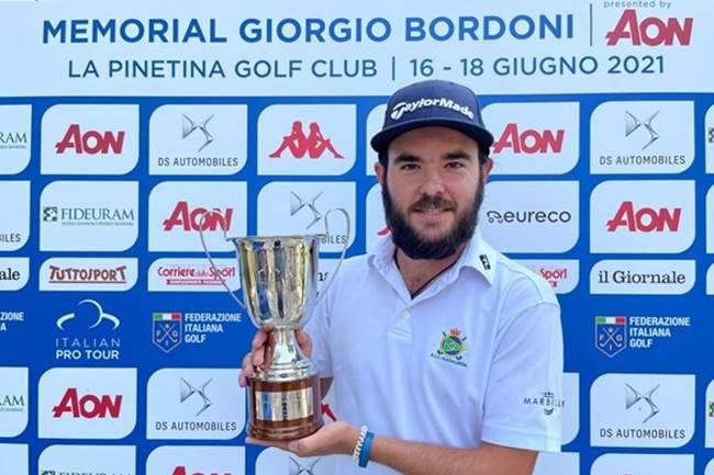 Ángel Hidalgo repite triunfo en el Alps Tour y escala hasta lo más alto en la Orden de Mérito del Circuito