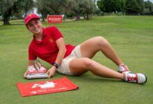 La amateur Carla Bernat se hace, a lo grande, con el triunfo en el Santander Golf Tour Málaga