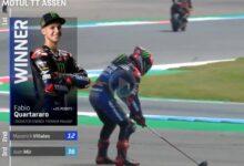 El francés Fabio Quartararo celebró de esta guisa su triunfo de este domingo en el GP de Holanda