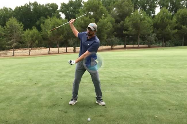Rafa Pérez nos enseña a pegar la bola perfecta cuesta abajo con unos sencillos y claros consejos