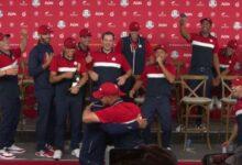 Koepka y DeChambeau enterraron el hacha de guerra con un abrazo tras conquistar la Ryder Cup