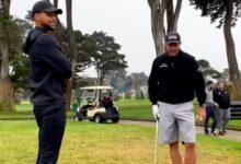 Mickelson se divirtió con su amigo Stephen Curry: salvó con un Flop Shot los casi dos metros del base