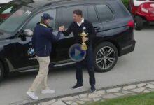 Stricker recibió a pie de campo a Harrington y a… la Ryder Cup. El trofeo ya se exhibe en Sheboygan